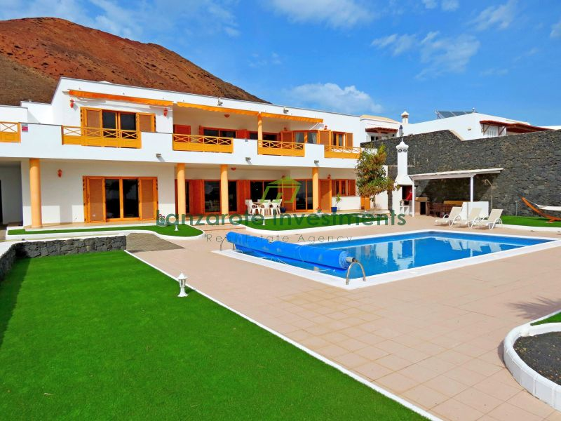 Stunning Villa with Incredible Sea Views in Playa Blanca