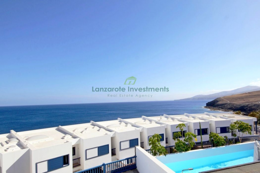 Bank Repossession – 3 Bedroom townhouse for sale in Puerto Calero