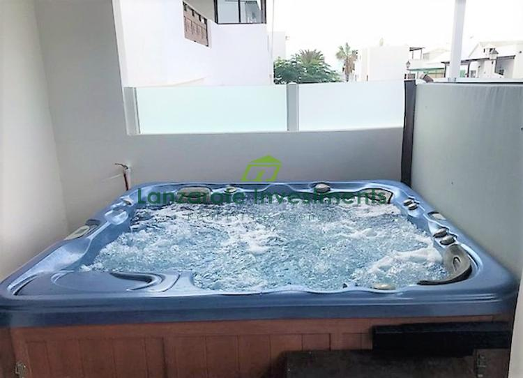 2 Bedroom Apartment with Jacuzzi in Playa Honda