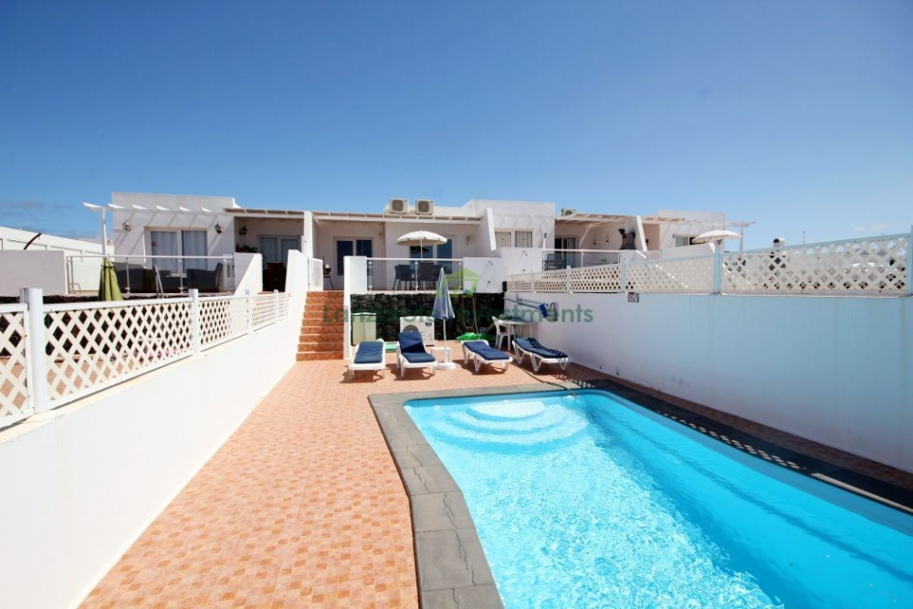 2 bedroom and 2 bathroom Villa with Stunning views and private heated pool