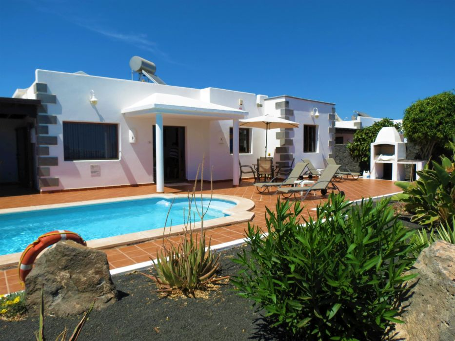 Beautiful villa with private heated pool in playa blanca for Heated pools for sale
