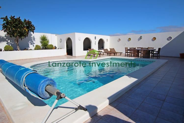 A Beautiful detached Villa with fantastic sea and mountain views in Guime