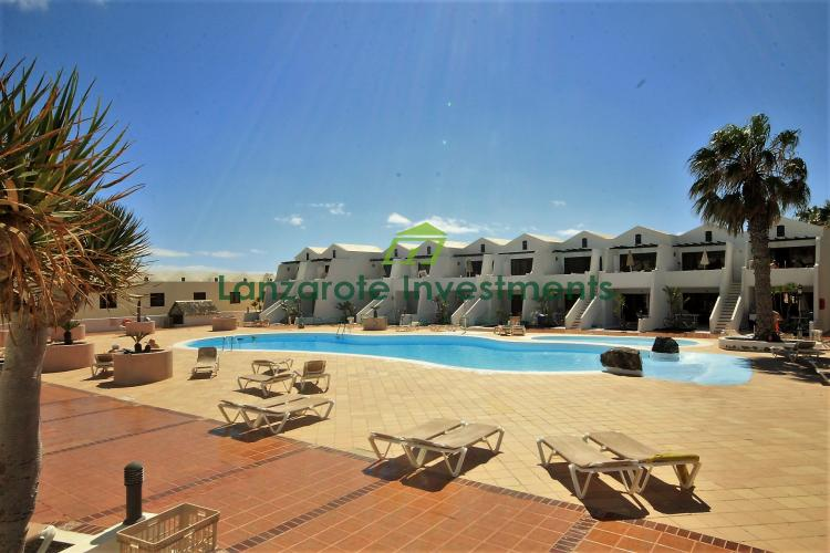 1 Bedroom apartment on complex with communal pools and private beach