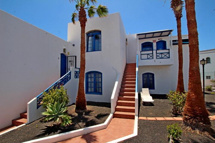 Top floor 1 bedroom apartment with great sea views for sale in Puerto del Carmen