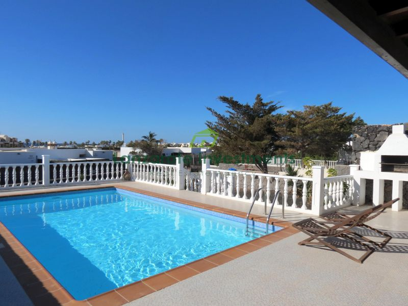 Beautiful Semi-Detached 2 Bedroom Villa in Playa Blanca
