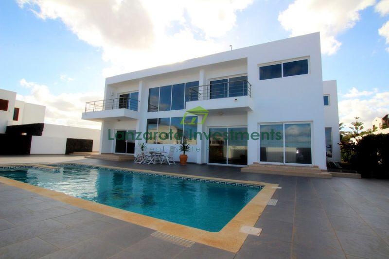 Luxury 5 bedroom villa with stunning views in El Cuchillo, Tinajo