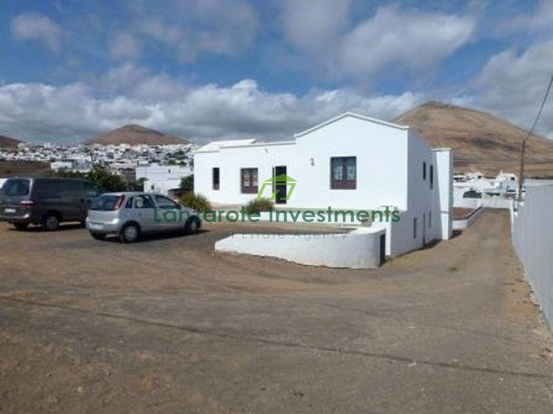 4 Bedroom Detached Villa on a 1596m2 plot in Tias