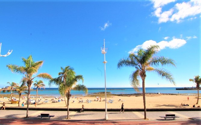 Frontline 3 Bedroom apartment with sea views for sale in Arrecife