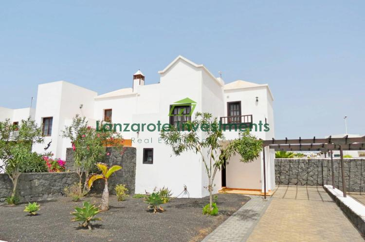 EXCLUSIVE! Newly refurbed villa with private pool in Playa Blanca