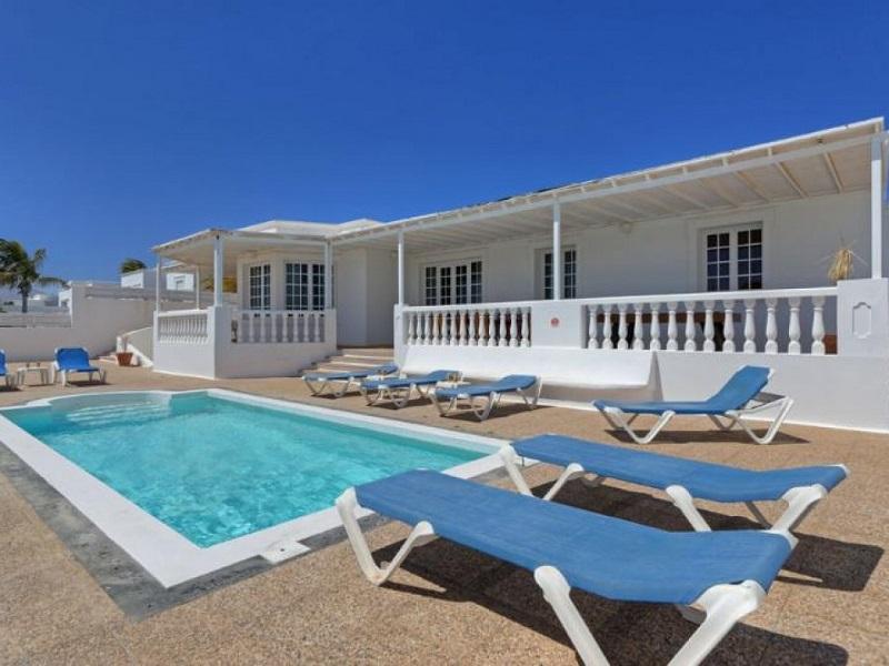 Luxury villa placed in a prime location, in Puerto Calero