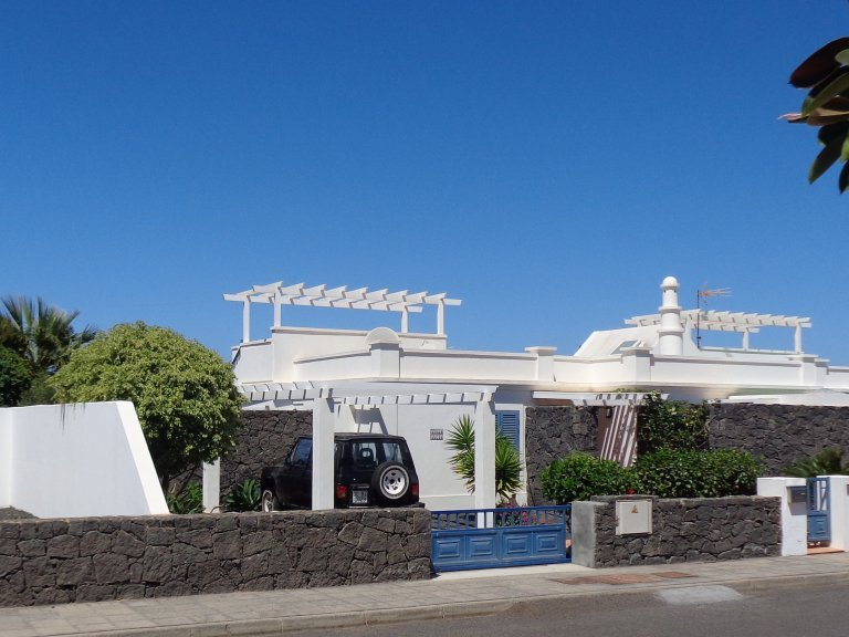 2 bed, 2 bath villa close to Playa Blanca town centre