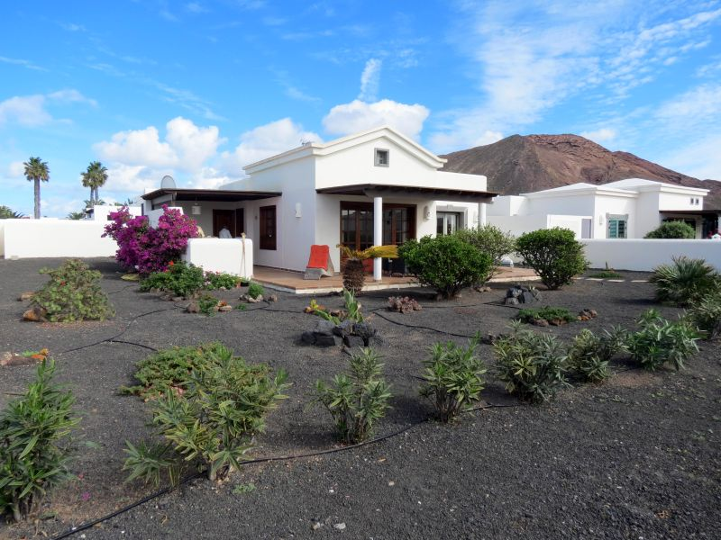Detached two bedroom villa on gated urbanisation, Playa Blanca