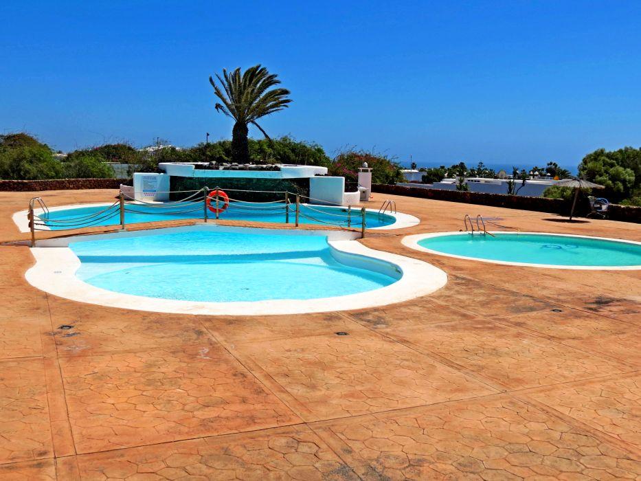 2 bedroom bungalow with communal pool for sale in Playa Blanca
