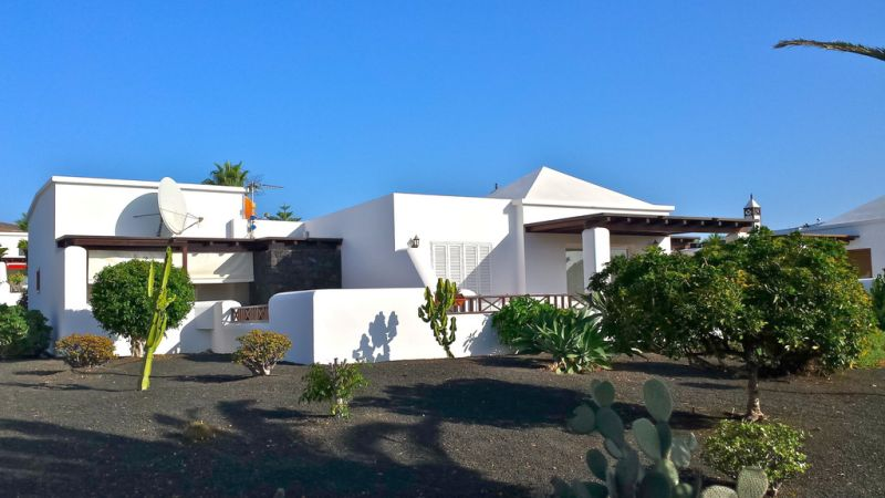 2 bedrooms 2 bathrooms villa with separate 1 bed apt Playa Blanca