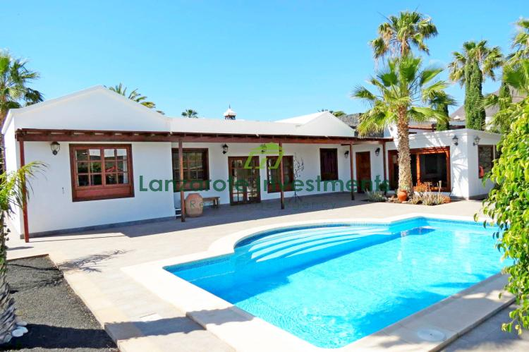 4 Bedroom villa with separate work studio and private pool in Playa Blanca