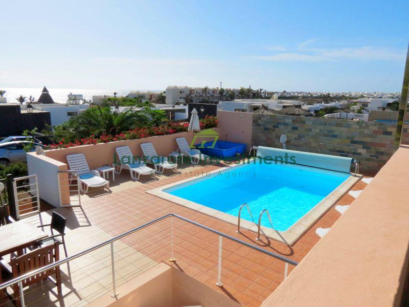 Beautifully Presented Semi-Detached 6 Bedroom Villa in Playa Blanca