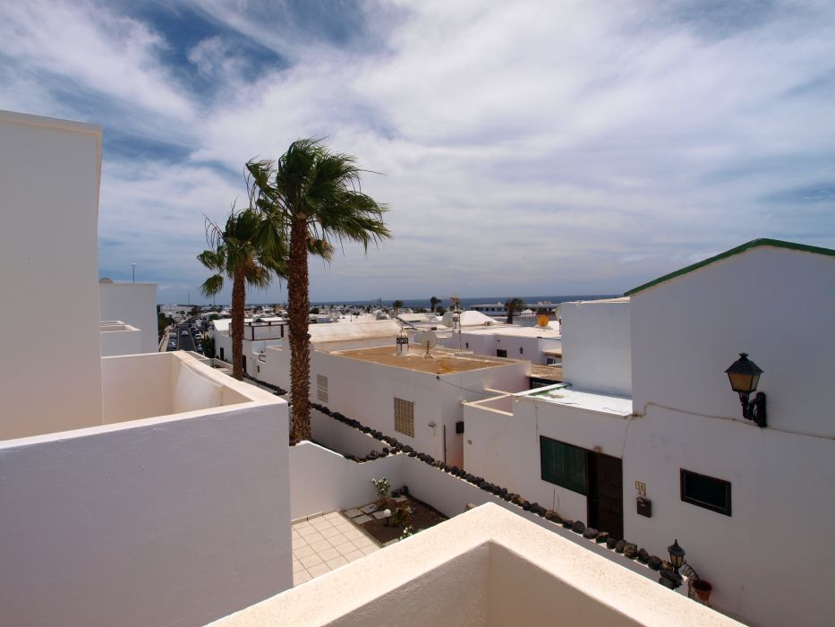 1 Bedroom apartment conveniently located with sea views in Puerto del Carmen, for sale