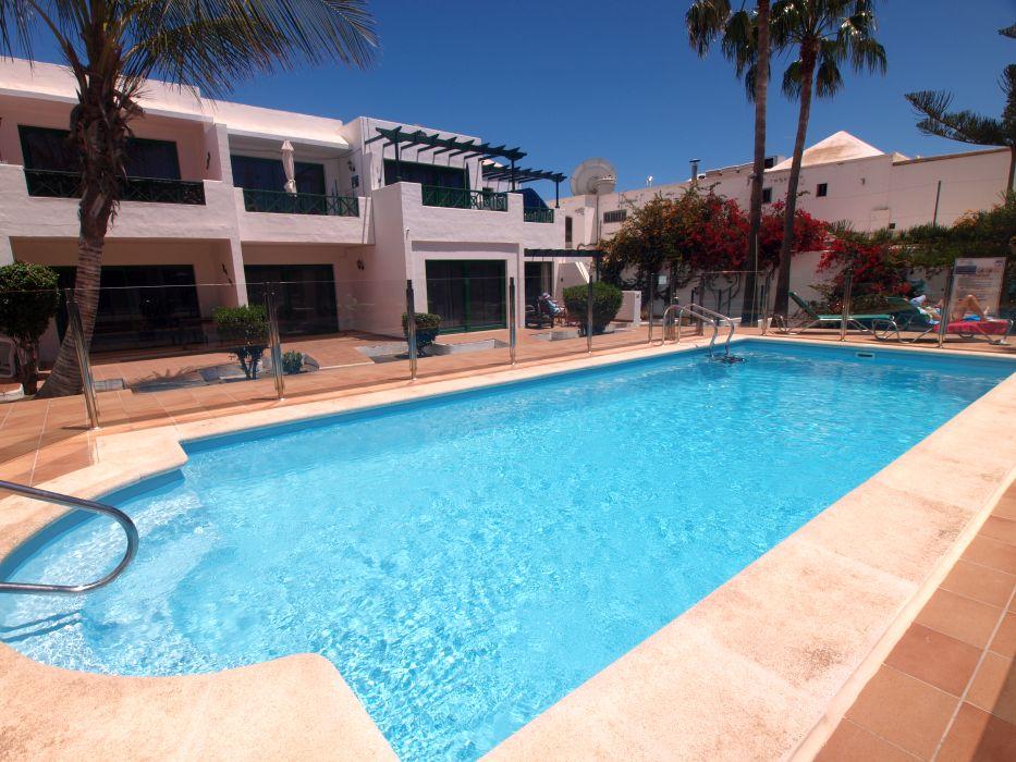 Apartment frontline in a private complex, Puerto del Carmen, for sale