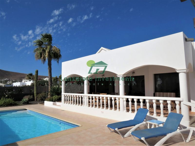 Beautifully Presented Villa with a Private Pool in Playa Blanca