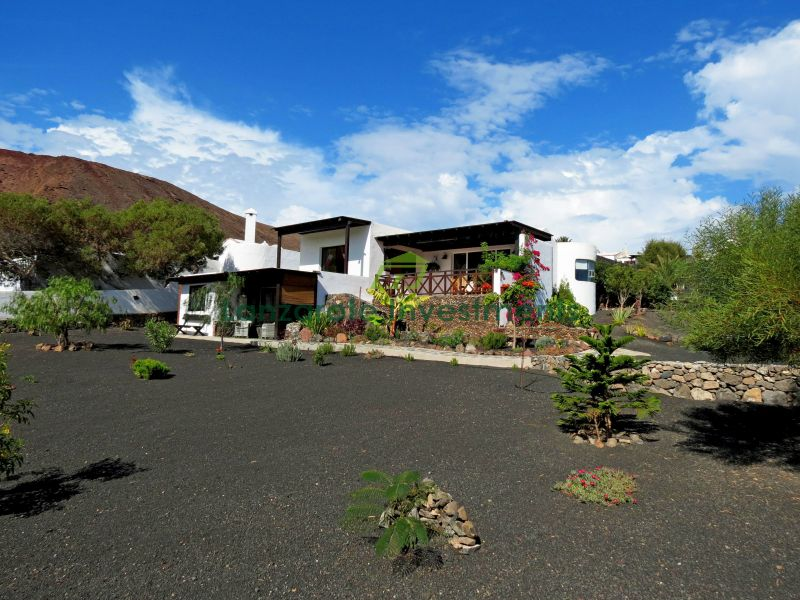 Villa in Playa Blanca with a Separate Apartment and Amazing  Sea Views