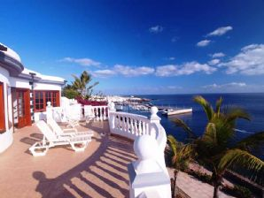 Luxury Frontline 4 Bedroom Villa - Risco Prieto