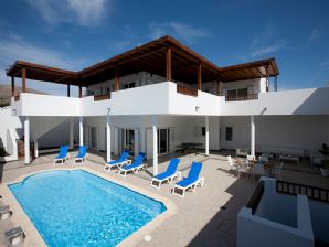 Luxury Villa with Pool and Garage - Puerto Calero