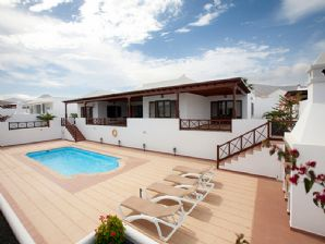 Luxurious villas with private pool for sale in Puerto Calero