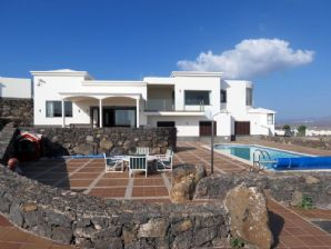 Luxury villa with great sea views in Playa Blanca