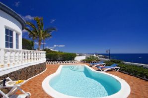 Stunning villa with sea views in Risco Prieto