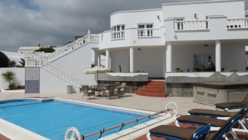 Detached villa in a mountainside, sea views in Candelaria, Tias.