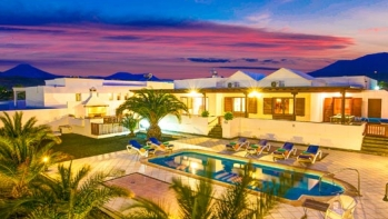 Spacious 3 bedroom, 2 bathroom luxury villa for sale in Puerto Calero with private pool