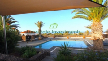 Wonderful 4 bedroom villa with private pool and jacuzzi in Las Breñas