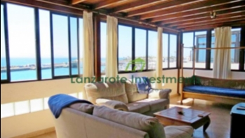 Unique opportunity – Frontline Apartment with roof terrace in Playa Blanca