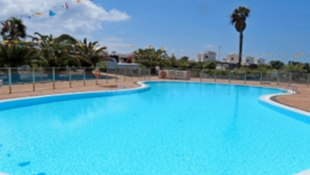 Detached 2 bedroom villa set in a large corner plot with sea views