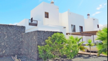 3 Bedroom semi detached villa with communal pool for sale in Playa Blanca