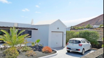Extremely impressive 3-bedroom villa with sea views in Playa Blanca