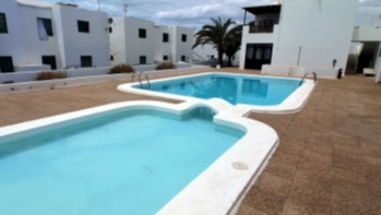 2 Bedroom apartment conveniently located for sale in Puerto del Carmen