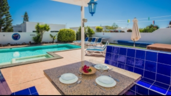 Immaculately furnished 3 bedroom villa with sea views in Playa Blanca
