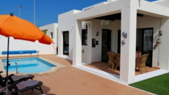 Immaculate 3 bedroom villa for sale in Playa Blanca