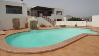 Schöne Villa mit 5 Schlafzimmern mit Meerblick zum Verkauf in Guime Dorf.
