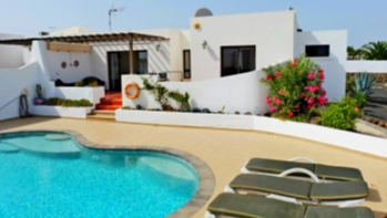 Impressive villa with private pool which is centrally located in Playa Blanca