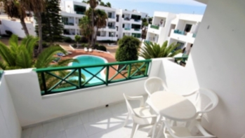 Upper floor 1 bedroom apartment offering an enviable location in Costa Teguise