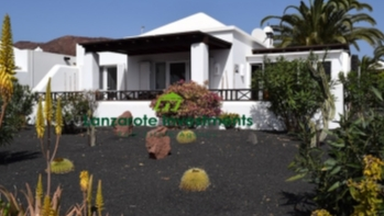 2 Bedroom Detached Villa With Spacious Garden For Sale in Playa Blanca