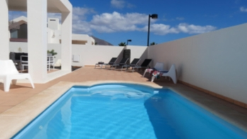 Spektakuläre 2 Schlafzimmer Villa mit privatem Pool und Terrasse zum Verkauf in Playa Blanca