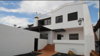 4 Bedroom house close to the beach for sale in Puerto del Carmen