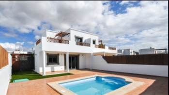 Fantastic recently refurbished semi detached 3 bedroom villa in Playa Blanca