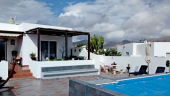 Beautiful 2 bedroom semi detached ideally located villa in Playa Blanca