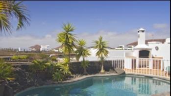 Fabulous 4 bedroom 4 bathroom detached villa with huge plot in Yaiza