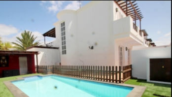 Fantastic detached villa with private swimming pool in Puerto del Carmen