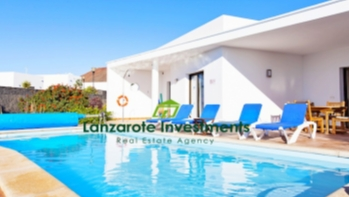 Opportunity to buy a detached 2 bedroom 2 bathroom villa in Playa Blanca